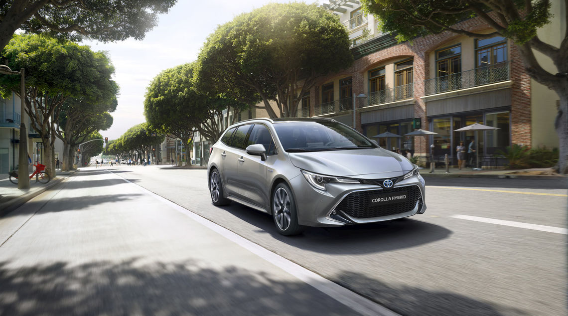 toyota corolla touring sports 2019 gallery 01 full tcm 3039 1553850